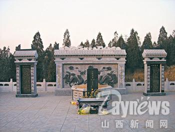 山上的墓地最高的超标了近百倍