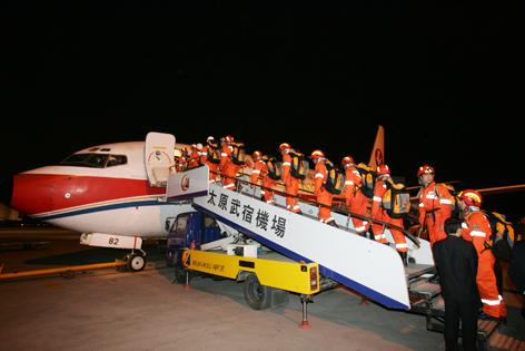 飞机降落在四川省绵阳飞机场