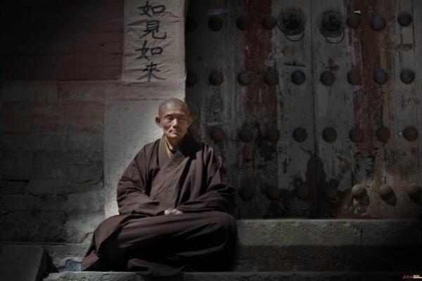 景,也有庄严的意境佛像、僧人,更有法会及香客信众等;   中国五台