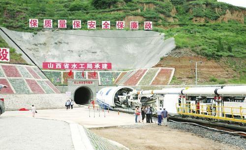 东山供水工程定制的TBM掘进设备开始进洞掘进