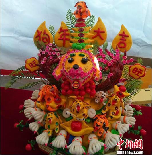 此次展览上,以狗狗为主题的花馍面塑格外吸睛. 刘小红 摄-山西花