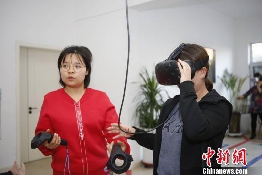 看VR教你如何逃生 山西首家安全体验馆开馆