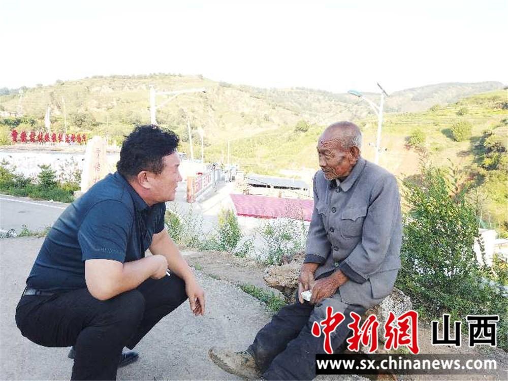 """侯向春:诠释为民初心 """"驻""""进百姓心窝"""