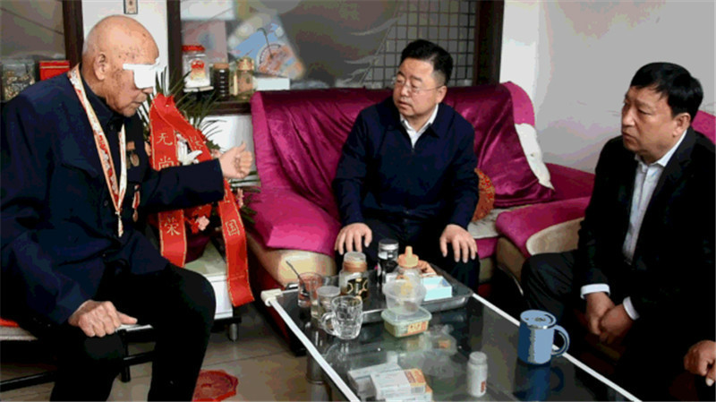 """""""重阳节, 市委书记李强走访慰问抗美援朝志愿军老英雄"""