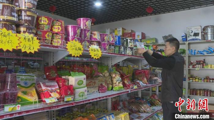 """拒绝""""等靠要"""" 山西""""80后""""残疾人贫困户开办超市自食其力"""