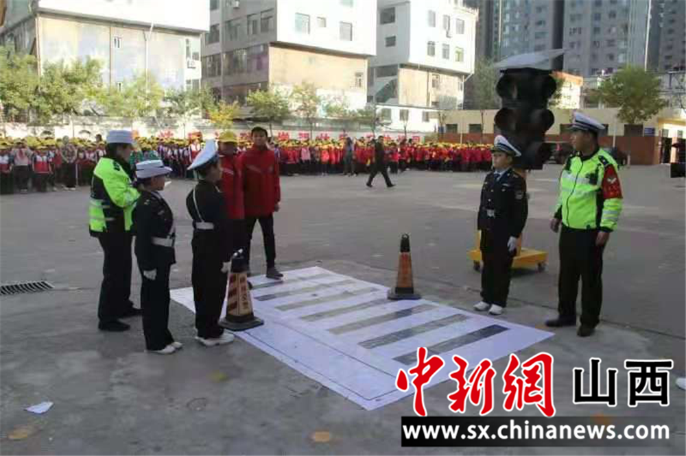 山西柳林交警开展交通安全宣传活动