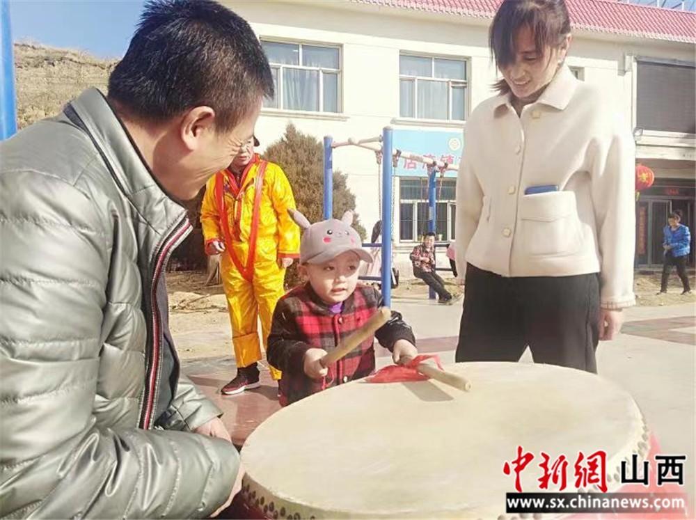左云:疫情期间不乱跑  自娱自乐庆丰年