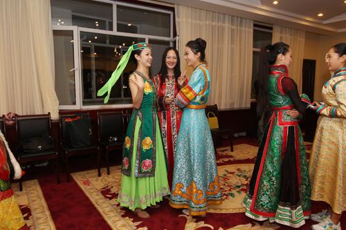 蒙古族少女服饰蒙古族服饰简笔画现代蒙古族服饰