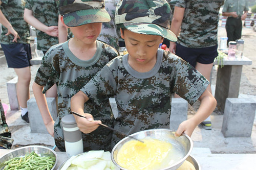 西点军事夏令营的集结号已经吹响了!父母为孩子
