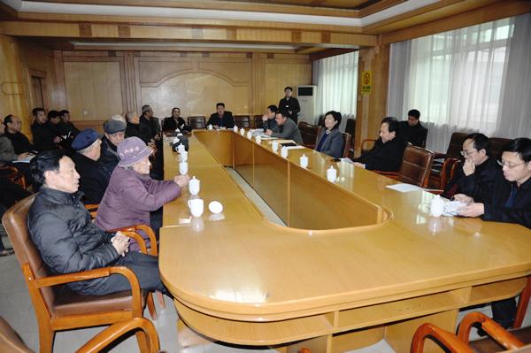 新绛县人民政府召开征求老干部意见座谈会