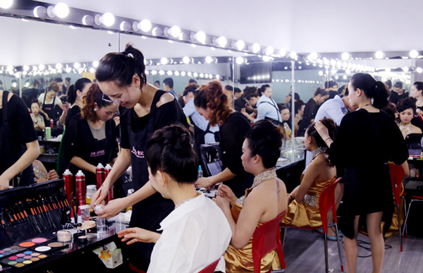 成都化妆摄影培训学校前十名: 奢妃 全新时尚动