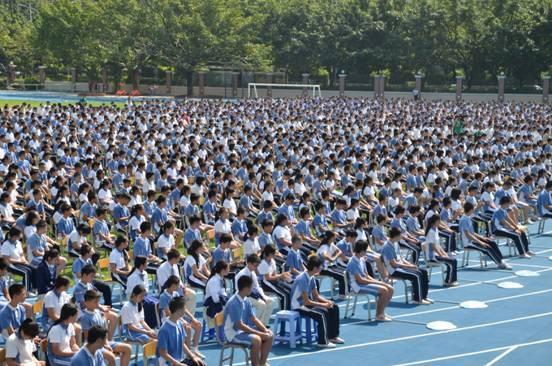 要让红旗飘万代 重在教育下一代 - 中国新闻网