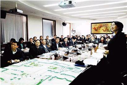 张兵生听取 太原南站 规划方案汇报