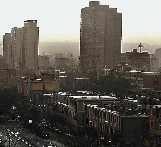 今日下午由于雷雨天气,16时后有9趟航班发生延误,涉及太原至福州,南京