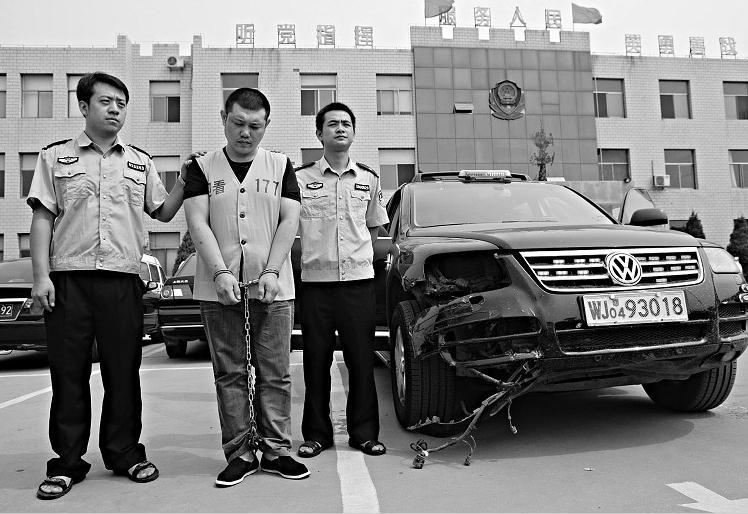 杨晶)为逃避交警v舰队超级舰队视频图片