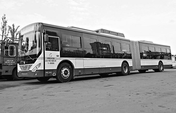 太原:18米超长公交车投入1路公交线运营(图)