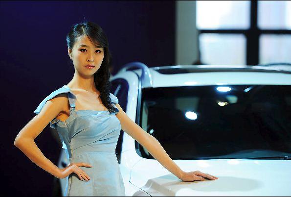 山西太原国际车展:美女车模群芳斗艳组图