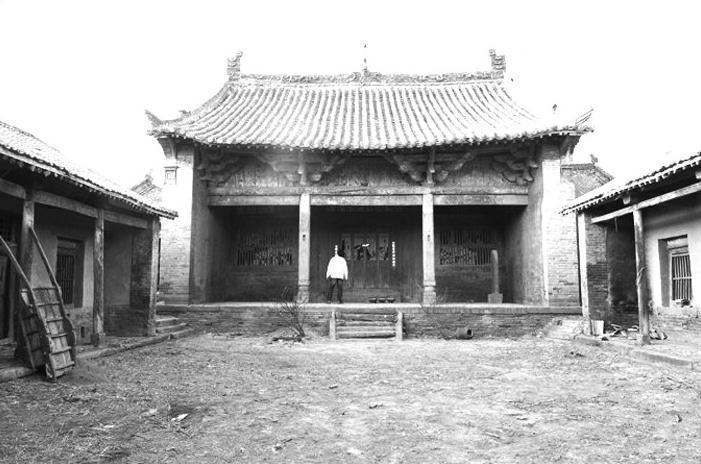 高平古木雕寺庙照片
