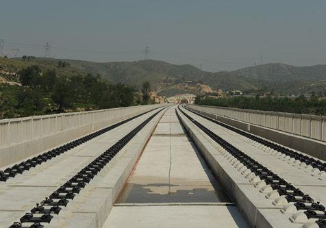 大西高铁原平到忻州无砟轨道施工完成