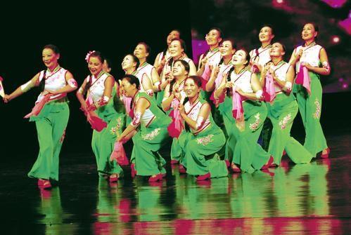 太原纪念红军长征胜利80周年广场舞展演